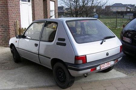 为了继续保持自己的巅峰状态,标致汽车公司在1998年推出了205的继高清图片