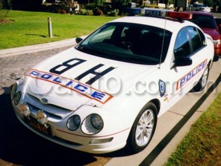 公务执勤 火速前进 澳洲警车大开眼界