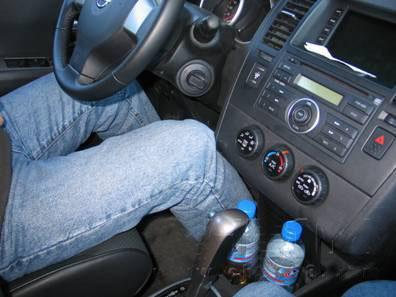 素颜帅哥开车图片