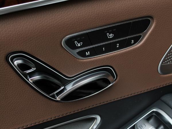 梅賽德斯-奔馳在汽車技術和設計風格上,從沒有停止過其不斷追求創新的步伐,享譽全球的奔馳S級轎車無疑是最好的詮釋。奔馳S級作為梅賽德斯-奔馳的標桿產品,更是世界頂尖豪華汽車陣容的佼佼者,其領導地位幾乎無人能撼。奔馳S級經過不斷更新,每一代車型都成為了一個劃時代的經典,優雅而又落落大方。