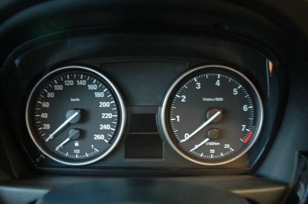 汽车机油表盘指示灯图解