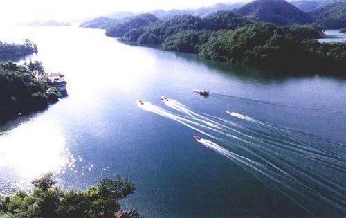 千岛湖:悠浮湖上的翠绿岛屿