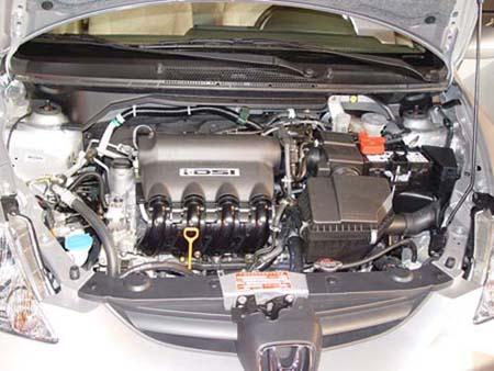 现在除本田外,菲亚特和奔驰的一些发动机,也采用了双火花塞点火技术.图片